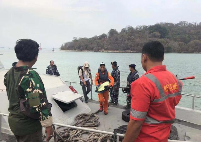 追踪|为搜救潜水失踪的两中国公民,印尼已增派多架次直升机、搜救船