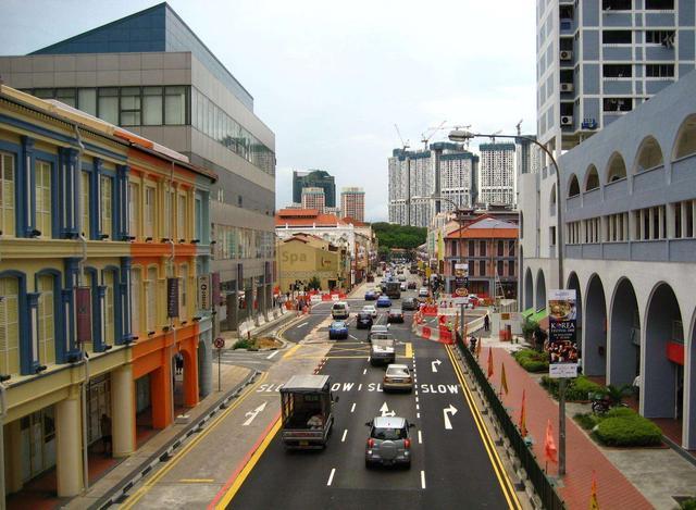 别再抱怨国内车价高了!飞度在新加坡拥车价,在大陆能买一台5系