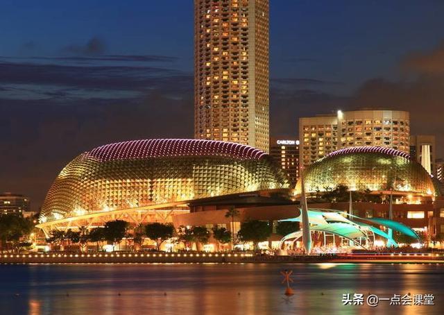 """一个外观像水果的建筑:新加坡滨海艺术中心,俗称""""大榴莲"""""""