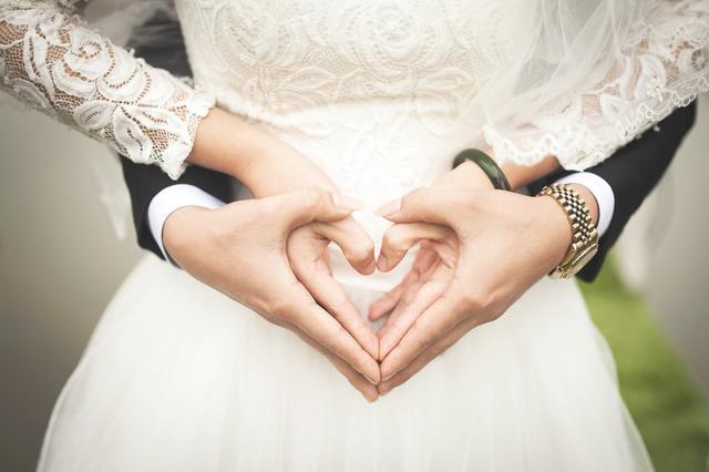 新加坡男子为娶妻辛苦存钱2年,大婚头天得知场地没订彻底崩溃