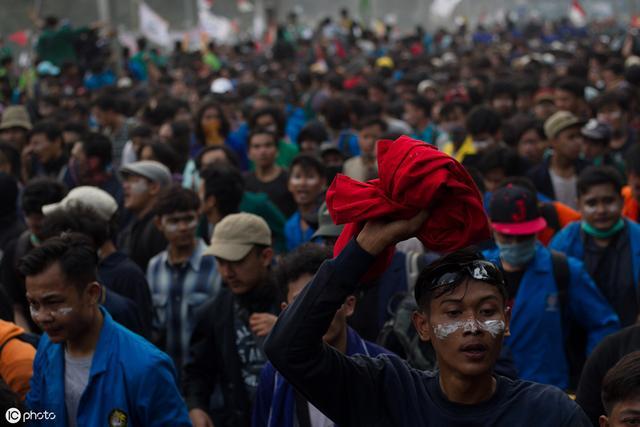 印尼将立法禁止未婚性行为 外国游客也不能例外 数千人游行抗议