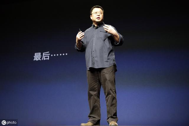 """罗永浩:就因为多走了""""一步"""",锤子手机把自己给""""锤""""了"""