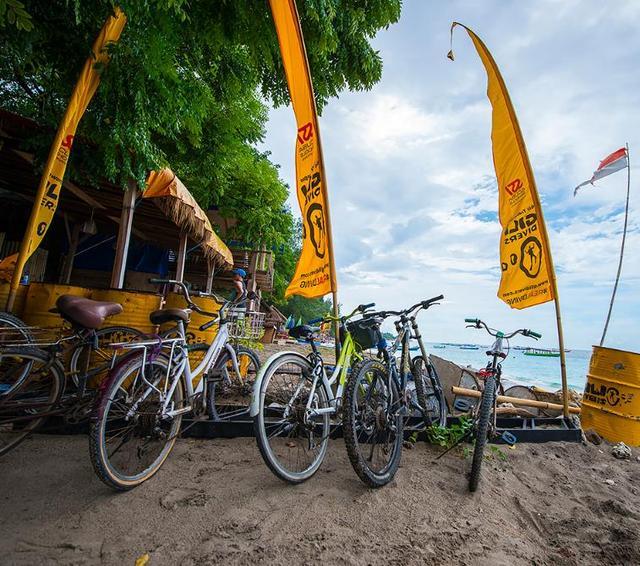 """印尼最""""环保""""海岛,人人出行坐马车,喝饮料都要用""""竹管"""""""