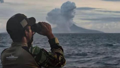 印尼火山喷发 浓烟高达1000米,持续1分33秒