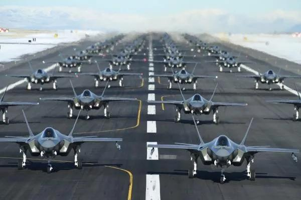 美国继续威胁伊朗,英国人先撤了……