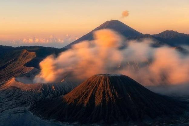 """想体验在""""月球表面""""看日出吗?印尼旅游还可以这么玩"""
