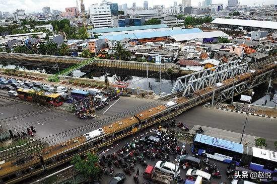 """一架飞机,一座工业园,看""""一带一路""""推进中的印尼变迁"""