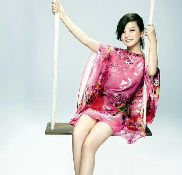赵薇美照曝光,43岁仍然美似少女