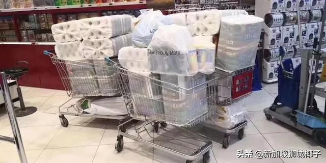 今天!新加坡疫情升级后,超市马上遭疯抢