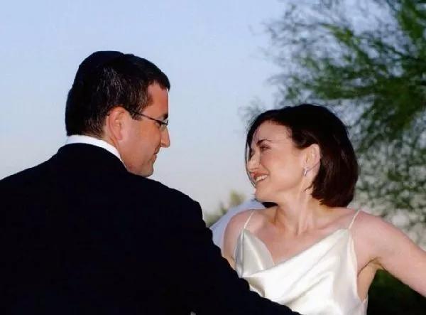 50岁再次订婚,扎克伯格背后的女人,到底有多厉害?