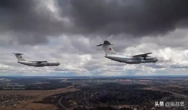 俄罗斯伊尔-76满载救援物资抵达武汉