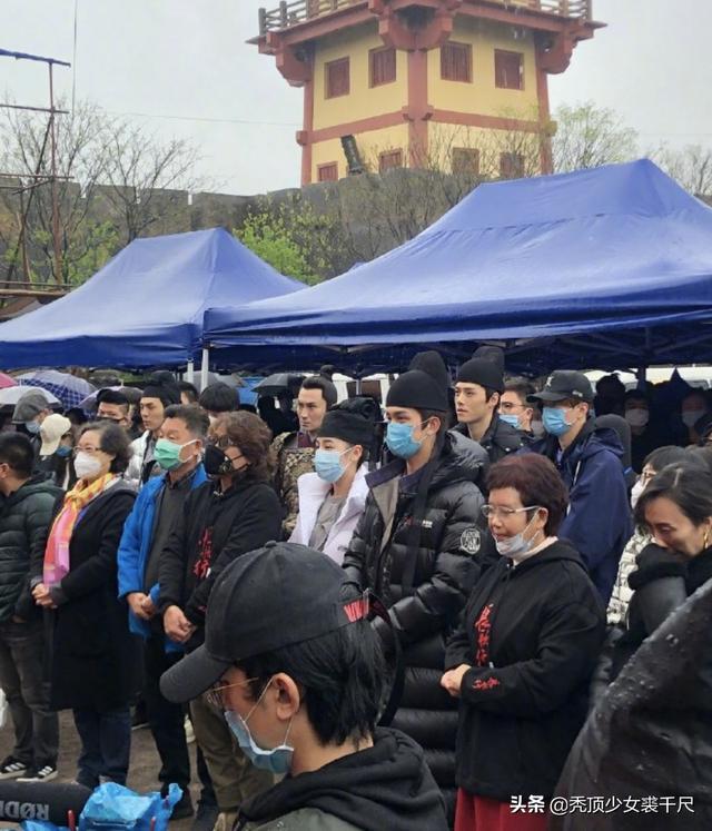 电视剧《长歌行》开机,吴磊迪丽热巴戴口罩现身,古装造型曝光