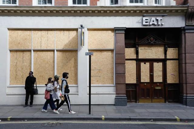 英国疫情愈加严重,小留学生回国难能否解决