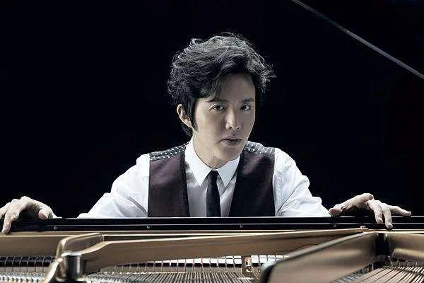 天才钢琴家郎朗(1):惨痛的童年,父亲以死相逼学琴