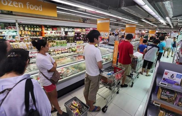 """新加坡的""""佛系抗疫""""最后还是崩了!当地华人细细告诉你发生了什么"""