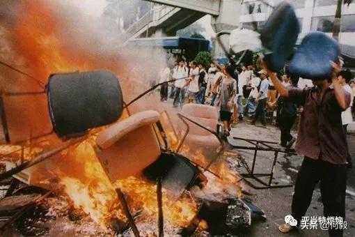 """莫忘98年印尼""""排华惨案"""",重视海外华人安全问题!"""