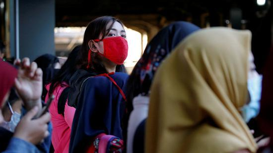 印尼政府决定实施大规模社会疏离政策,暂停所有外国人入境