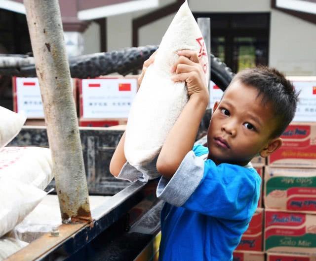 """斋月中的印尼:新冠肺炎确诊超 1.6 万例,中方持续助力当地抗""""疫"""""""