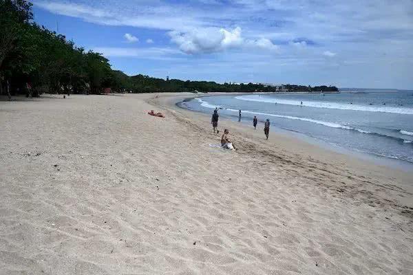 印尼巴厘岛旅游业遭灭顶之灾,仍有中国游客滞留当地