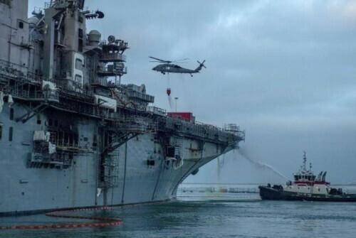 """美国""""准航母""""燃烧两天致61伤 高官:未来24小时有望灭火"""
