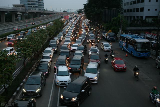 印尼雅加达频现交通堵塞,为缓局势单双号即将实施
