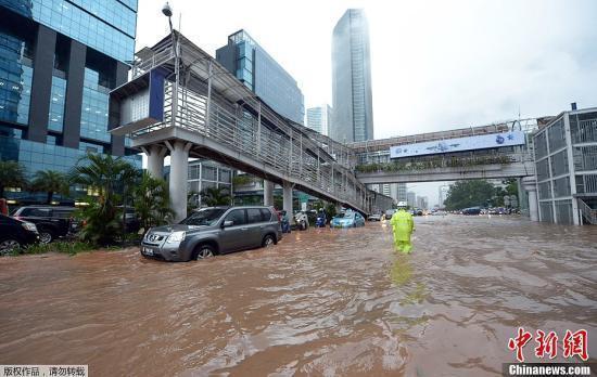 印尼首都雅加达洪灾已致16人死 近2万人被安置