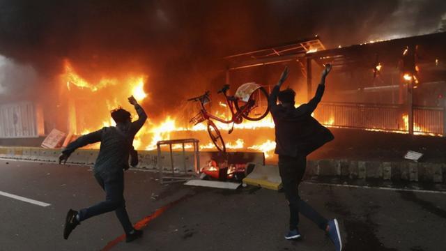 10月8日,印尼爆发大规模抗议活动,对国家出台的新法案表示不满