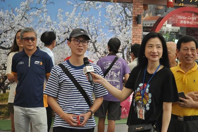 新加坡上演徐州文化旅游嘉年华,民众穿汉服体验云龙山水、徐州烙馍……