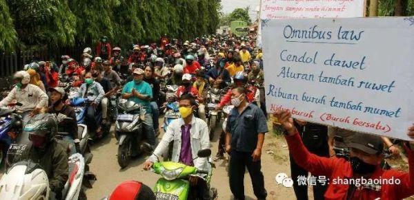 印尼各地数百万工人罢工,拒绝综合劳工法