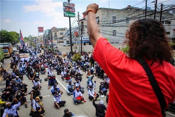 反对国会通过新法案 印尼劳工组织举行罢工