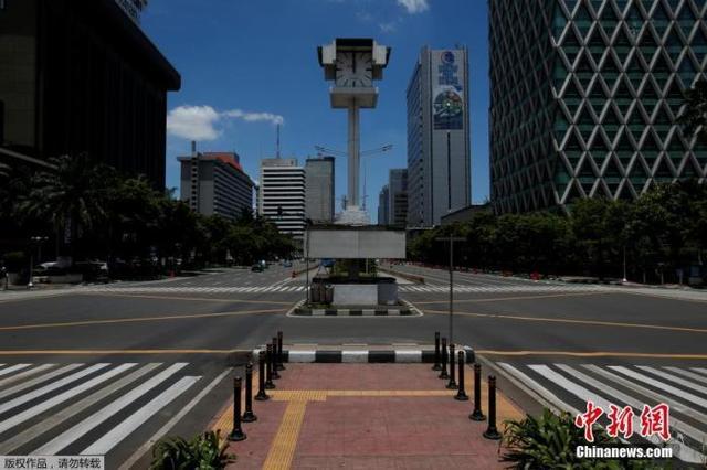 """印尼首都雅加达再次延长""""大规模社会限制""""并逐步重启经济"""