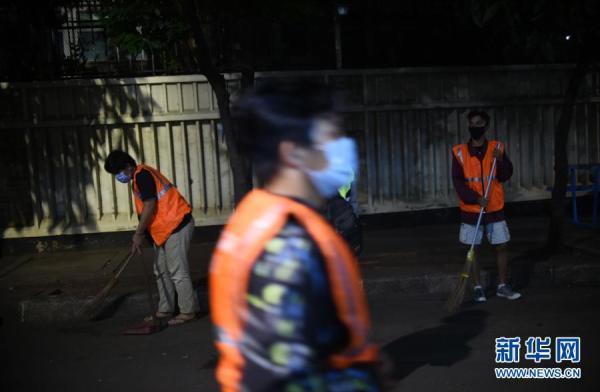 印尼违反新冠疫情防疫规定者接受处罚