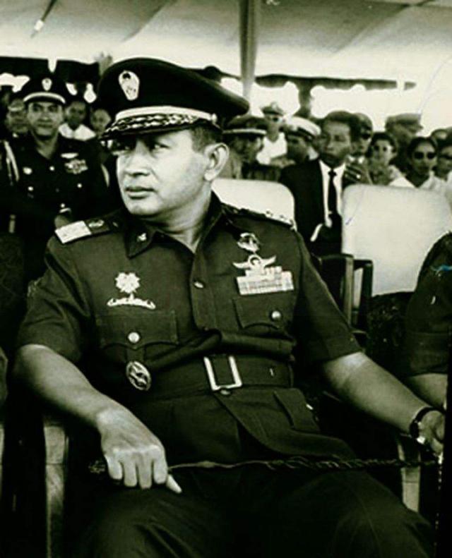1965年印尼排华事件,30万人遇害,我侨民头颅被挂路旁示众