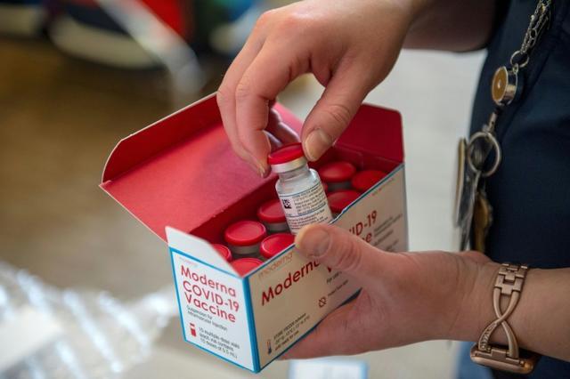 什么操作?外媒:美国大学生去趟超市却被接种新冠疫苗,自己也感到惊讶......