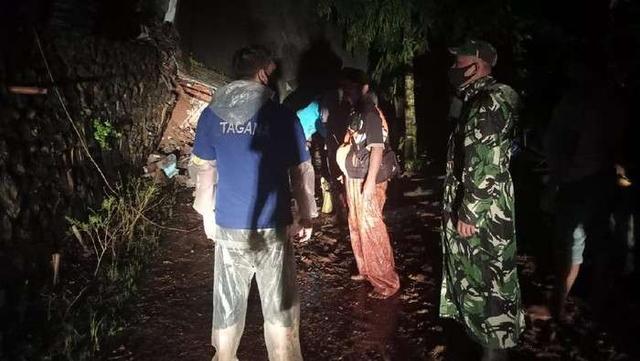 印尼东爪哇岸朱地区发生山体滑坡 20人失踪