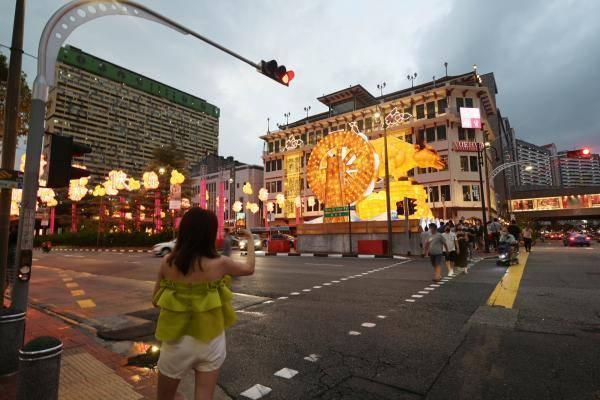 电子招牌开了一整晚,新加坡唐人街发生火灾上百人疏散