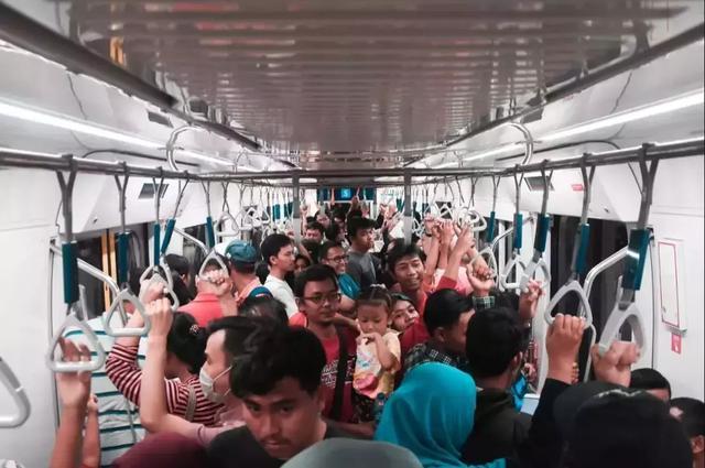 花2000亿迁个都,95%的民众反对,印尼究竟想干嘛?