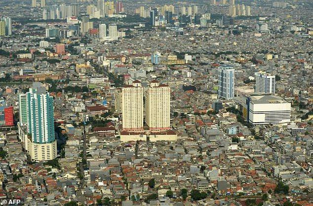 """印尼为何要迁都?雅加达的""""大城市病"""",究竟有多严重?"""