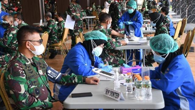 印尼陆军部队官兵开始接种中国新冠疫苗