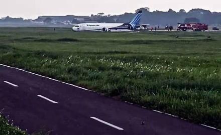 印尼特里嘎那航空公司一架飞机冲出跑道 暂无人员伤亡