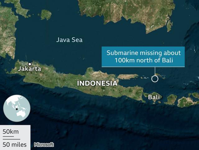 """印尼载53人潜艇失踪海域发现浮油,军方称或已沉至""""致死性深度"""""""