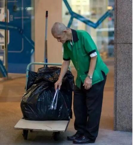 """明天!新加坡清洁工将集体""""罢工""""!谢谢"""