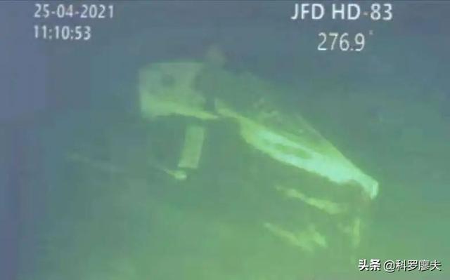 遭遇水中断崖:印尼潜艇断成三截,围壳被压扁,53名艇员全部遇难