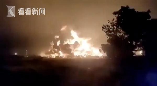 印尼炼油厂凌晨发生爆炸居民尖叫逃离 火势5公里外可见