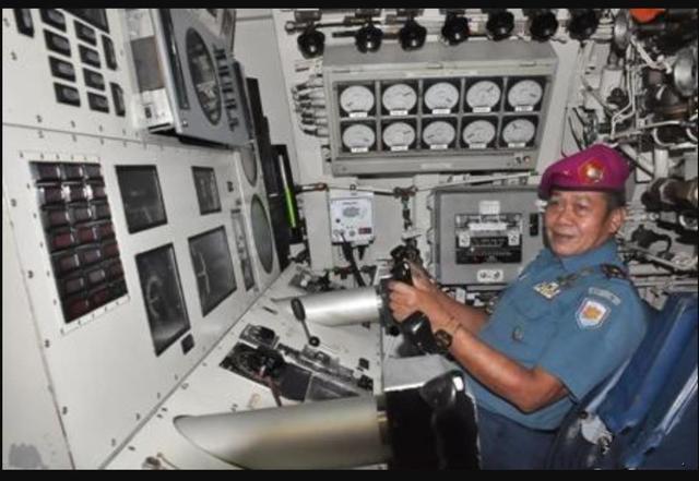 印尼潜艇沉没在水下850米,艇员已经取出逃生服,但没有时间穿上