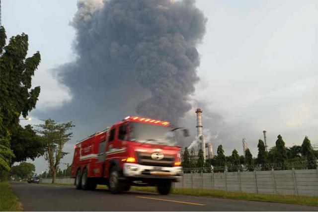印尼国家石油公司一炼油厂着火 已致4人受伤