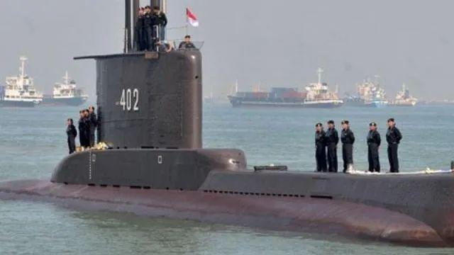 印尼海军潜艇失联 尹卓:出现燃油泄漏痕迹不排除是潜艇指示位置的自救行为
