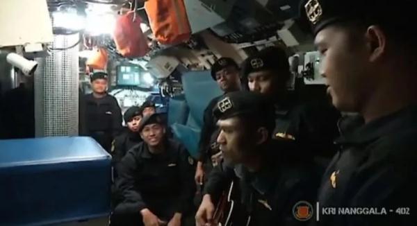 """印尼沉没潜艇艇员几周前曾唱""""告别""""歌"""