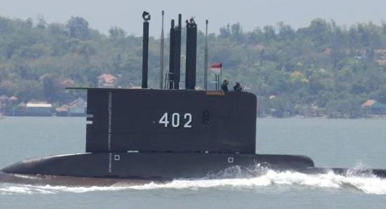 印尼军方:搜救人员发现疑似失踪潜艇残骸
