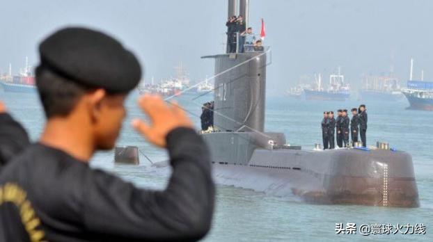 印尼潜艇宣布沉没,国防部部长亲属也在艇上,全军为此哀悼